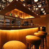 ◆1名様~9名様◆ 開放感のあるカウンター席です。お食事だけではなくバーだけの利用も歓迎しております。当店自慢のバーテンダーの腕を見れるライブ感も、1つのウリとなっているお席です。