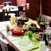 テーブル装飾されたお洒落な4~6名様用のテーブル席。夜はキャンドルが灯ります♪