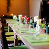 最大28名様までOK!テーブル装飾されたお洒落な6~8名様用のテーブル席。夜はキャンドルが灯ります♪