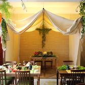 テントの中の4~6名様用のテーブル席。今夜は特別席で♪非日常空間と美味しい料理をお楽しみください。