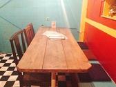7番テーブル6名テーブル片側ベンチシート、片側チェア