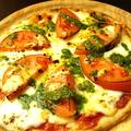 料理メニュー写真バジルトマトのマルゲリータ