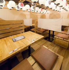 〈テーブル席〉 会社の飲み会、ご友人との飲み会はもちろん、デートにも♪全席視線が合わないように間仕切りがございますので案外ゆっくりお食事していただけます◎
