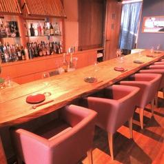 カウンターはスタッフと一番近いお席!お食事をしながらスタッフとの会話をお楽しみください!