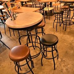 【ハイテーブル席】2名様でしっぽり、友人を囲んだり!食事終わりに、もう少し飲みたいという方にオススメな席です!