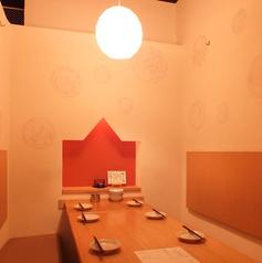 雪国の幻想的な店内。人気の「かまくら個室」は非日常空間は最大8名様迄!!写真は「かまくら個室」