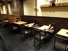 少人数のお客様に最適なテーブル席です。お仕事帰りのお一人様やご友人同士など、お気軽にお立ち寄りください!こだわりのお蕎麦は生わさびと一緒に食べると美味しさが引き立ちます。ランチや〆におすすめ!是非一度ご賞味ください♪