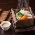 料理メニュー写真いろいろ野菜のせいろ蒸し 白味噌ソース
