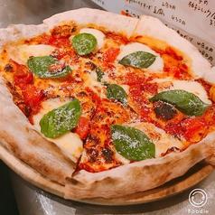 ドライトマトを食べるマルゲリータ