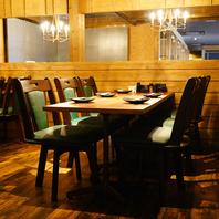 木のぬくもりがある昭和風テーブル。