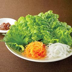 料理メニュー写真巻き野菜セット/プチプチ千切りキャベツサラダ