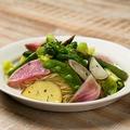 料理メニュー写真本日届いたお野菜で。10種野菜のペペロンチーノ