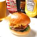 料理メニュー写真マックンチーズバーガー ◆溢れるマカロニチーズが豪快な人気の秘密。とろ~りダブルチーズ!