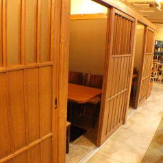 2~4名様向けの個室をご用意。ゆったりくつろげる雰囲気が◎