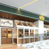 中央通りに面した開放的なオープンテラス席。銀座の贅沢な夜景を眺めながらハワイアンなディナーをお楽しみ頂けます。