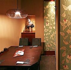 VIPテーブル個室。ゆったり広めの個室です。大事な話はこちらのお席で。新鮮な馬刺しやかごしま黒豚など自慢の逸品を多数ご用意してお待ちしております!