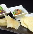 料理メニュー写真チーズせんべい(グラナパダーノ使用)