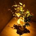 お料理とお酒だけでなく壁紙・お皿などにもこだわった逢鳥。池袋とはまた違った雰囲気をお楽しみください!バリを代表する食器メーカー「JENGGARAジェンガラ」を使用しています。 【浜町 日本橋 焼鳥 接待 個室 串焼き 飲み放題 焼き鳥 女子会 宴会】