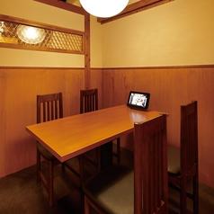 テーブル個室は4名様のお部屋を2室ご用意しております。最大8名様までご利用可能です。