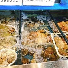 【錦・海鮮居酒屋】店内にある生け簀は貝、鯵、鯛などフレッシュな素材を揃えております!生け簀でいにいる貝をその場で出して焼く、貝の浜焼きは絶品です!!