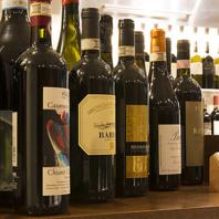 コンテスト入賞ソムリエの厳選するワインの数々。