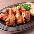 料理メニュー写真小さな骨付き鶏のペペロンチーノ風