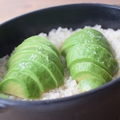 料理メニュー写真アボカド&岩塩