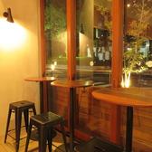 ≪自由自在にご利用いただける空間≫アーチの2人がけのテーブルもございます♪
