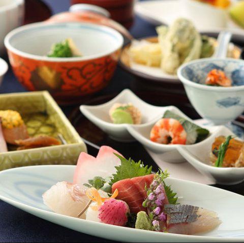 自慢のしゃぶしゃぶ・すき焼きの他、日本料理にも定評のあるしゃぶ禅では、旬食材を使った会席料理もご用意。銘々盛り(個人盛り)の為、接待など大切な方をもてなすシーンにも最適です。