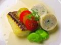 料理メニュー写真天然鯛のポワレ帆立貝のソーセイジ仕立て