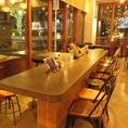 ≪様々な形のテーブル席≫店内には様々な形のテーブル席がございます。1人、友達、家族、会社宴会、、等様々なシーンで選ばれている人気のお店です☆