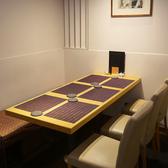【テーブル席】 テーブル席は4名様~8名様のお席をご用意しております。落ち着いた空間になっておりますので、接待にもご利用いただけるお席です。せひご利用ください。