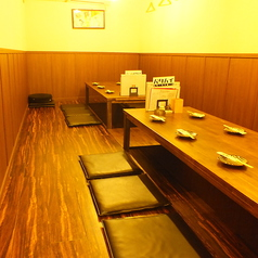 【5~6名様×2卓】靴を脱ぎゆったりとお食事を楽しんでいただける個室をご用意。個室として12名様~最大15名様までお使いいただけますので、ご宴会などにも最適。