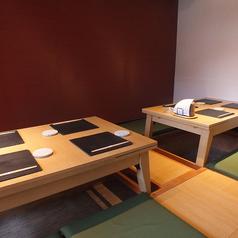 半個室は宴会にもオススメ。4名テーブルが2席でつなげれば約10名様までの宴会が可能です。