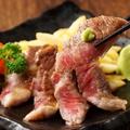 料理メニュー写真黒毛和牛のステーキ ~ガーリックと甘い特製醤油で~