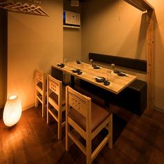 間接照明が優しく照らす完全個室空間◆デートや女子会誕生日会などの特別な日にぴったりな個室席をご用意致します!◆団体様個室席のご紹介◆団体様の個室席もご用意致しております。和柄の襖と、和の象徴でもある木に包まれた個室は独特の柔らかさと、荘厳さを醸し出します。日本橋徒歩1分八重洲中央口付近日本橋駅徒歩2分