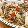 料理メニュー写真たっぷり活アサリとチェリートマトのスパゲッティ