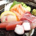 鮮魚のお造り「豪華まじめや盛り」!もちろんまぐろ造りやサーモン造りもございます♪他にもたこぶつやサーモン炙るポン酢など多数鮮魚の造りをご用意しております!