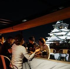 夜景と一緒に大阪城天守閣も一望できるテーブル席をご用意♪