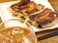 料理メニュー写真10)名物!肉汁たっぷり餃子