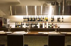 カウンター席 21:00以降はワインバーとしてもご利用いただけます。