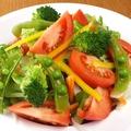 料理メニュー写真■アボカドと野菜のサラダ