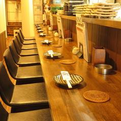 【1名様~】常連様に愛されるカウンターの席、店主やスタッフとの会話を楽しみながら自慢の焼鳥に舌鼓。