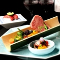 宴会コースは熟成肉や銘柄牛を楽しめて、5500円からご用意しております。1650円追加で飲み放題もお楽しみいただけます。