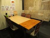 テーブル席は仕切りもあるので少人数での利用に◎