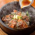 料理メニュー写真石焼!サーモンとしらすの和風焼き飯