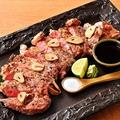 料理メニュー写真牛サーロインの炭火ステーキ 200g