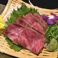 料理メニュー写真A-4認定近江牛「三角バラ」のレア焼き