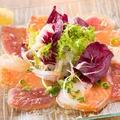 料理メニュー写真お魚3色カルパッチョ