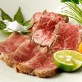 料理メニュー写真≪名物≫ 黒毛和牛のタタキ